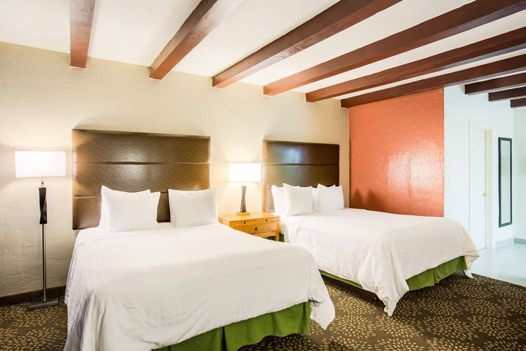 Best Western Mission Inn - Our spacious 2 queen guest room has all the comforts of home at your fingertips.