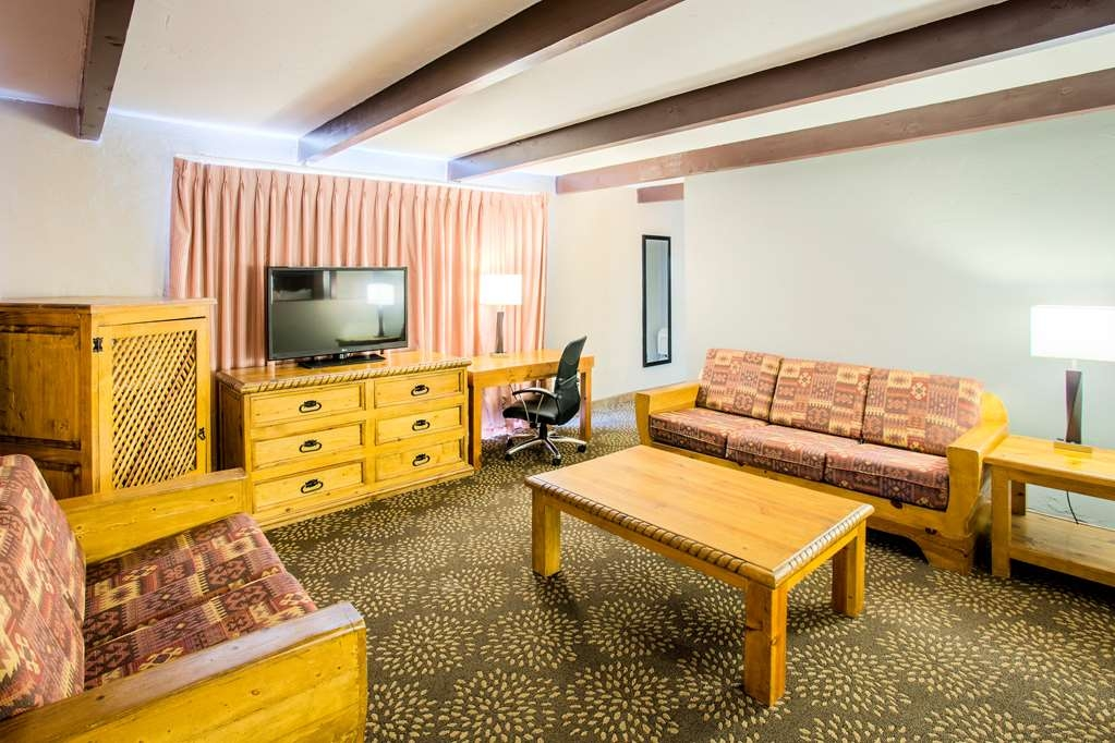 Best Western Mission Inn - Our 2 queen suite offers ample space to relax after a long day of traveling.