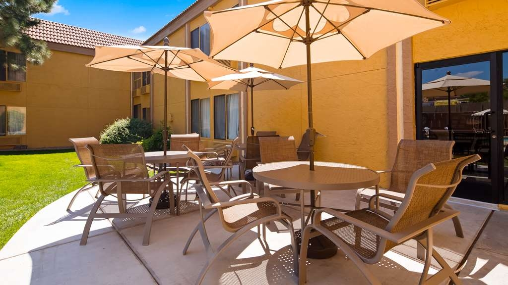 Best Western Airport Albuquerque InnSuites Hotel & Suites - Poolansicht