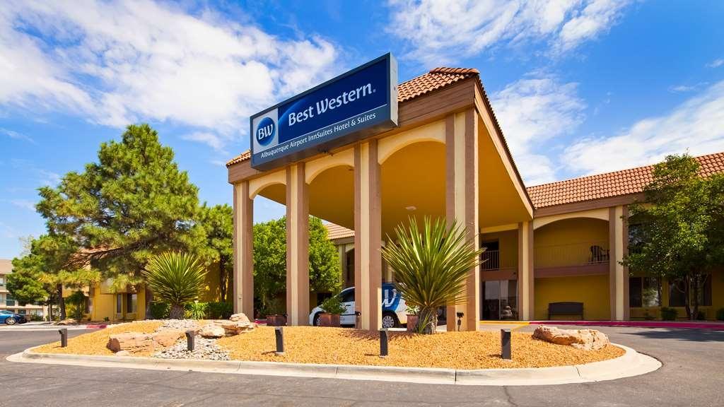 Best Western Airport Albuquerque InnSuites Hotel & Suites - Facciata dell'albergo