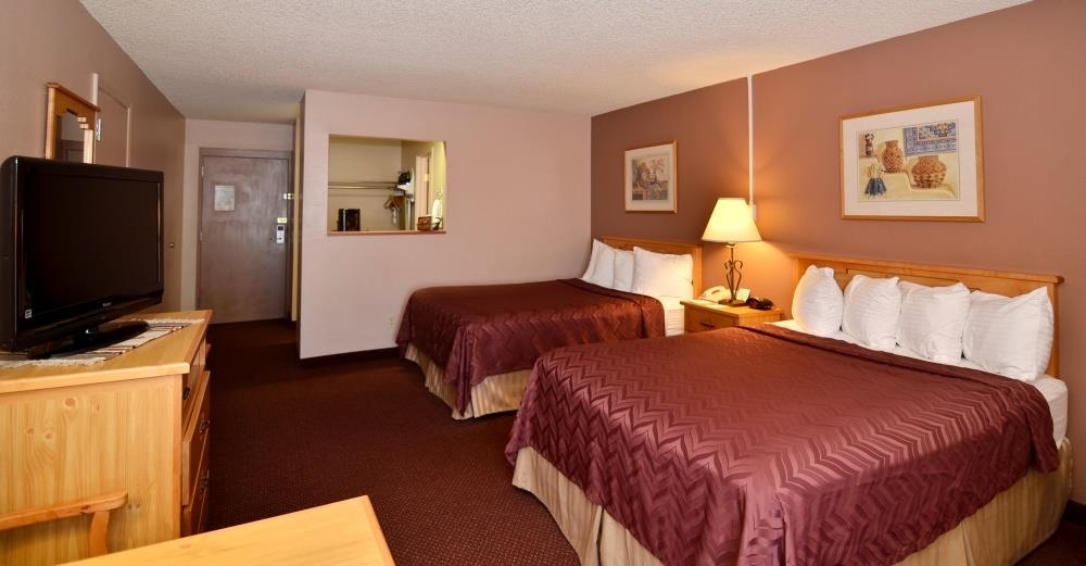 Best Western Pecos Inn - Find your home away from home in the Double Queen Room, complete with an array of thoughtful touches and amenities.