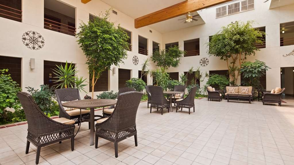 Best Western Pecos Inn - Indoor Patio