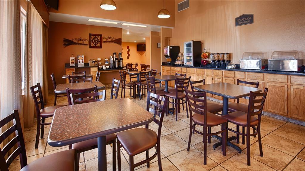 Best Western Discovery Inn - Genießen Sie während Ihres Aufenthalts jeden Tag ein kostenloses Frühstück.