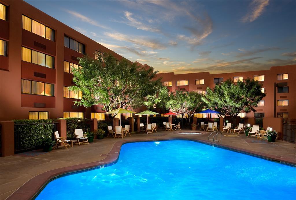 Best Western Plus Rio Grande Inn - <P>Bienvenue sur le Land of Enchantment et le BEST WESTERN PLUS Rio Grande Inn. Le Rio Grande Inn est un service complet, 100% non-fumeurs, hôtel trois diamants AAA. La salle de 173 Albuquerque hôtel est situé dans le district de la Vieille Ville avec plus de 150 boutiques, restaurants et attractions nichés autour de la Plaza Albuquerque. L'auberge est bordée par la I-40 vers le nord, le centre-ville à l'Est, la Route 66 vers le Sud, et le Rio Grande à l'ouest.</P>