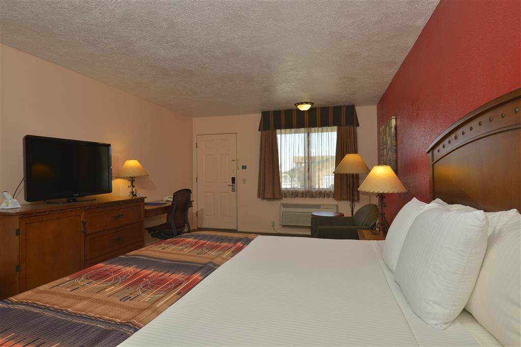 Best Western Kokopelli Lodge - Dont miss the morning news with our 40-inch flat screen TV in every room.