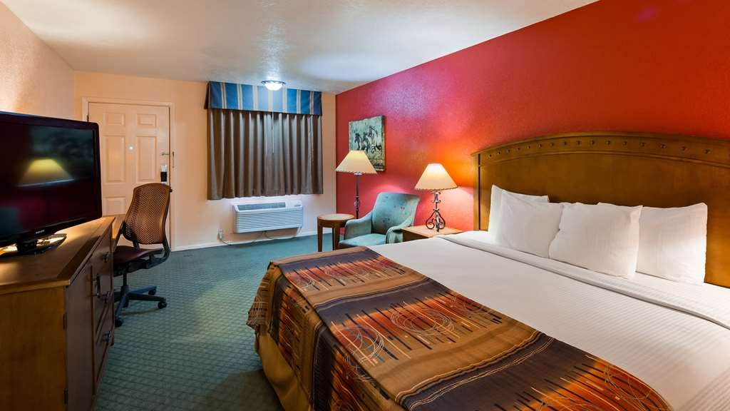 Best Western Kokopelli Lodge - Staying awhile? Try our 1 king bed non-smoking Executive Room featuring a 40-inch flat screen TV and in-room refrigerator.