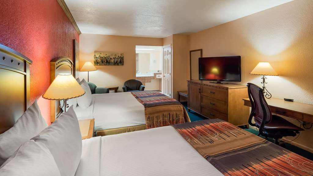 Best Western Kokopelli Lodge - Spend a relaxing night together in our 2 queen non-smoking Executive Room.