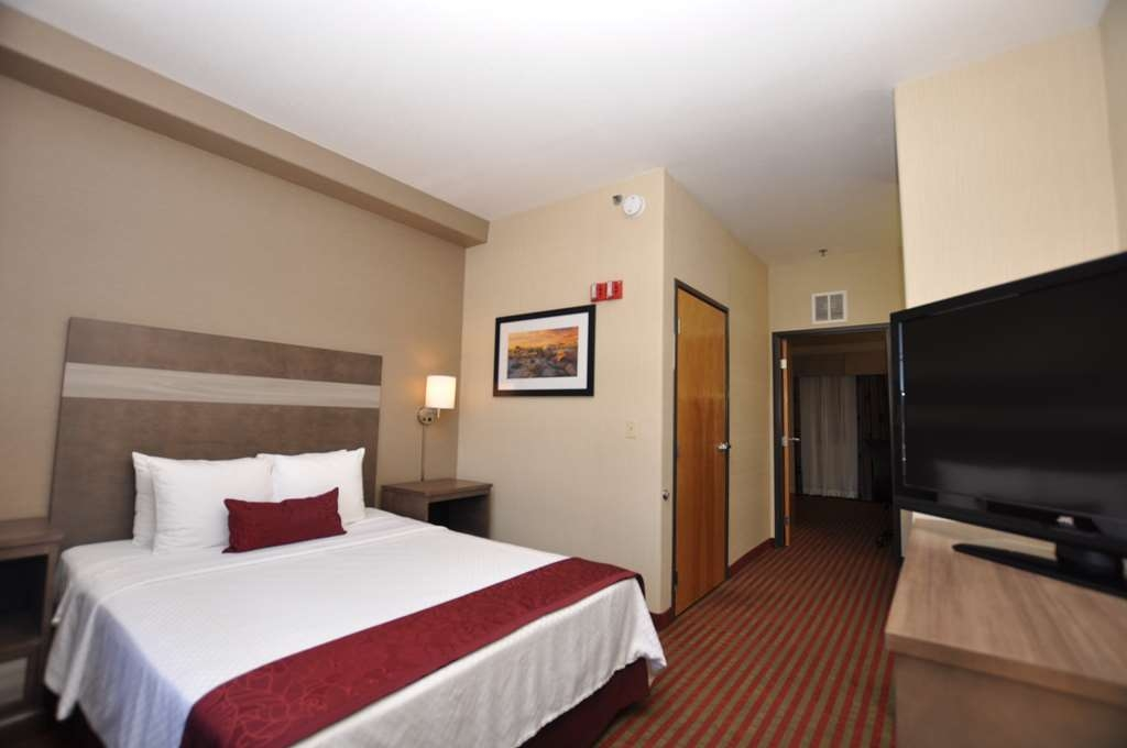 Best Western Plus Executive Suites - ADA Accessible Suite (One Queen Bed)