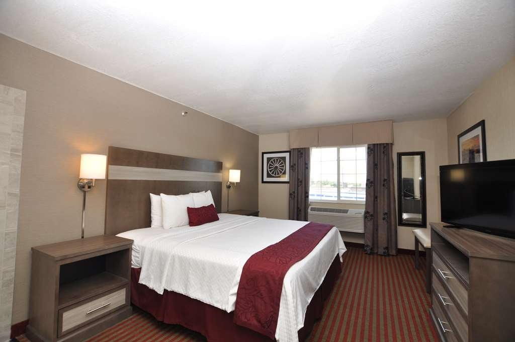 Best Western Plus Executive Suites - Whirlpool Suite (One King Bed)