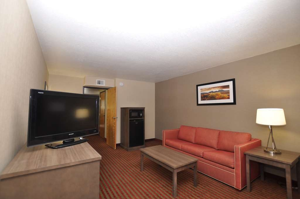 Best Western Plus Executive Suites - Executive Suite Living Room