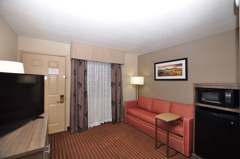 Best Western Plus Executive Suites - Living Area