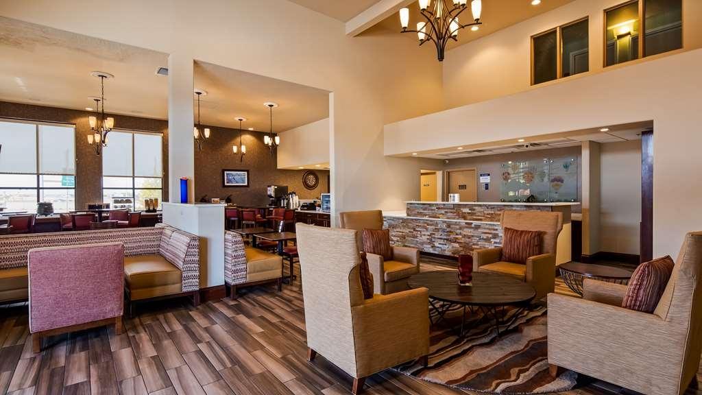 Best Western Plus Executive Suites - Vista del vestíbulo