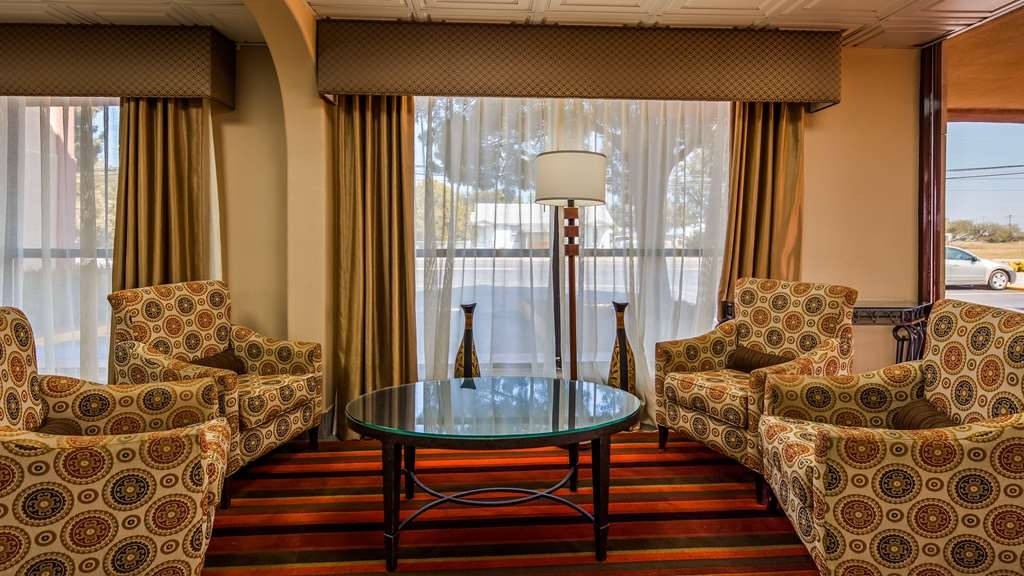 Best Western Executive Inn - Sit down and take a break in the lobby.