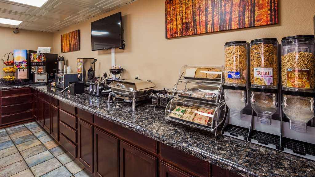 Best Western Executive Inn - Rise and shine at Best Western Executive Inn with a complimentary full breakfast.