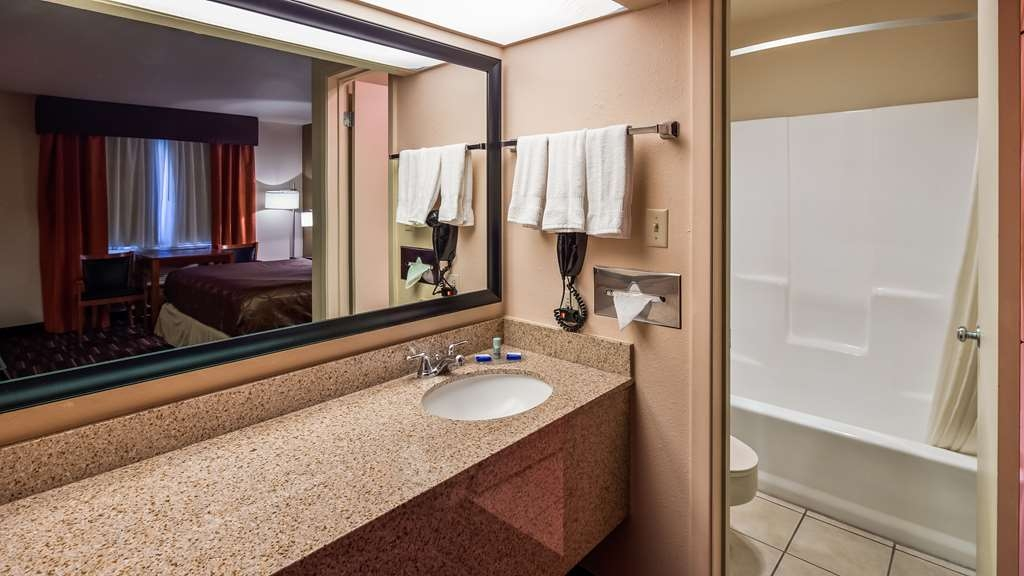 Best Western Executive Inn - Each of our guest bathrooms feature a hairdryer, comfortable and clean towels and the best in bathroom amenities and soaps.
