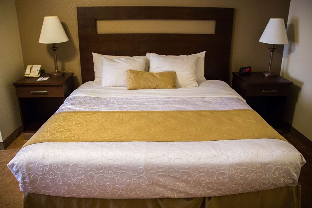 Best Western Plus Ruidoso Inn - Our spacious king room has all the comforts of home
