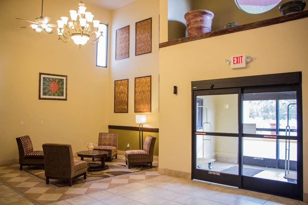 Best Western Plus Ruidoso Inn - Meet up with friends or enjoy some quiet time in our lobby.
