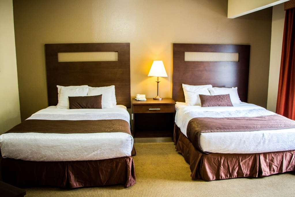Best Western Plus Ruidoso Inn - wake up refreshed in this suite featuring 3 queen beds