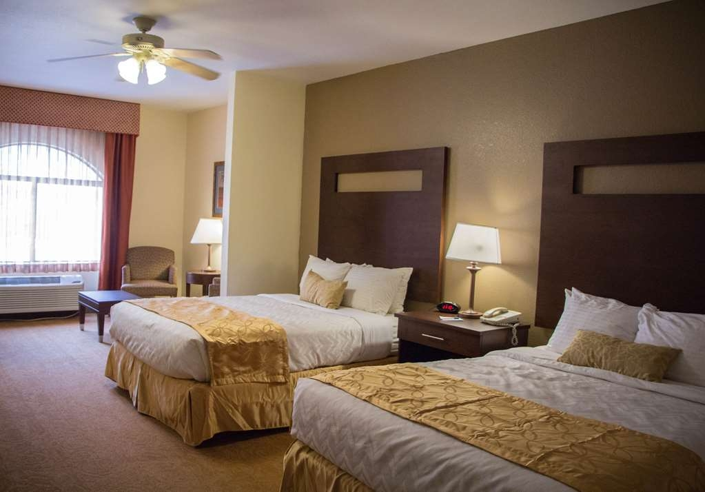 Best Western Plus Ruidoso Inn - This 2 queen room is equipped with a microwave and a refrigerator for your snacking needs.