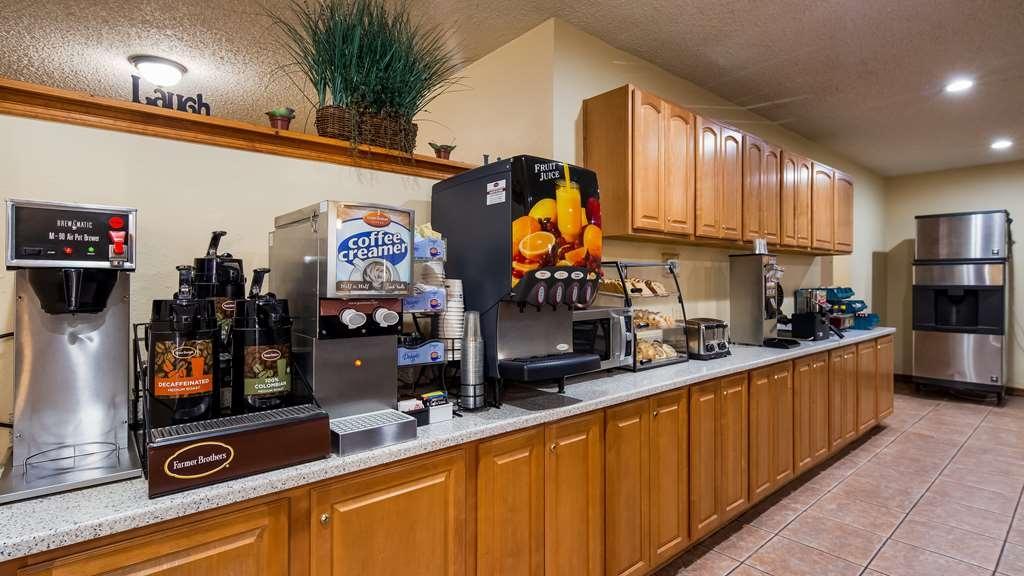 Best Western Pine Springs Inn - Profitez de notre petit déjeuner, où plusieurs plats sont servis pour satisfaire votre appétit.