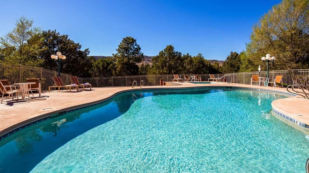 Best Western Pine Springs Inn - Vue de la piscine
