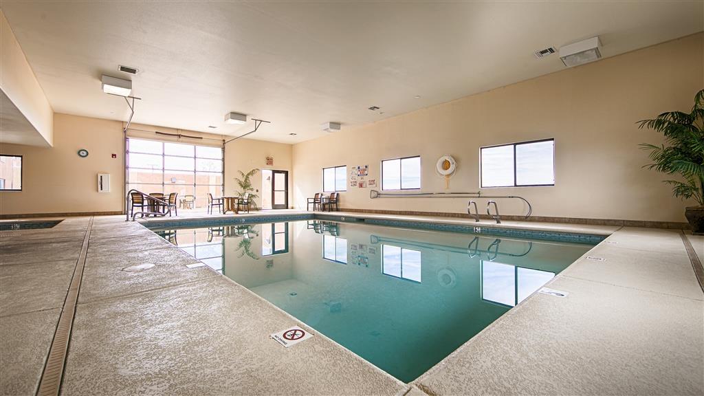 Best Western Territorial Inn & Suites - Vista de la piscina