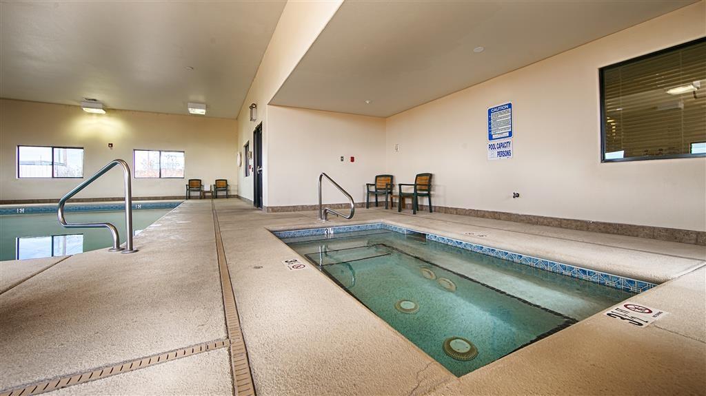 Best Western Territorial Inn & Suites - Piscina