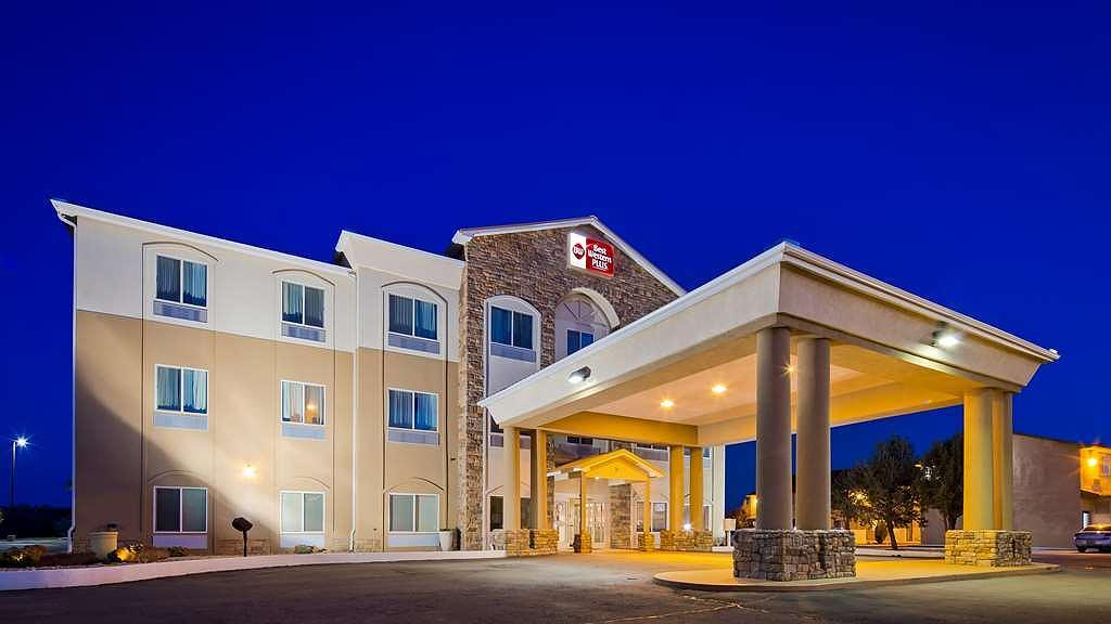 Best Western Plus Montezuma Inn & Suites - Night Exterior