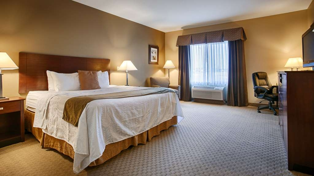 Best Western Plus Montezuma Inn & Suites - King Size Bed, UHD TV, Microwave, Refrigerator, Activity Table