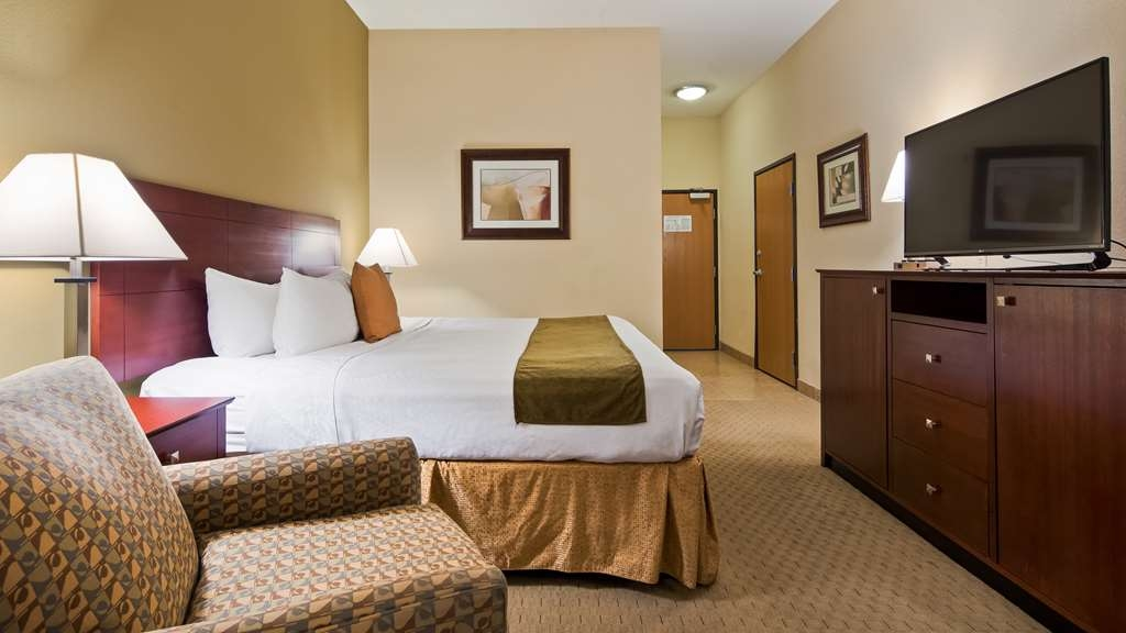 Best Western Plus Montezuma Inn & Suites - King Room with Seating area
