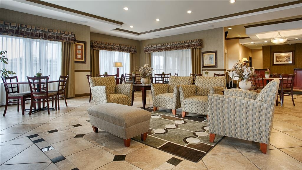 Best Western Plus Montezuma Inn & Suites - Lobby with Fireplace and Lounge Area