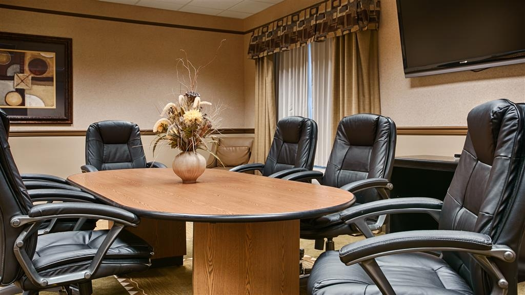 Best Western Plus Montezuma Inn & Suites - This room can accommodate meetings for up to 25 people with coffee service available.