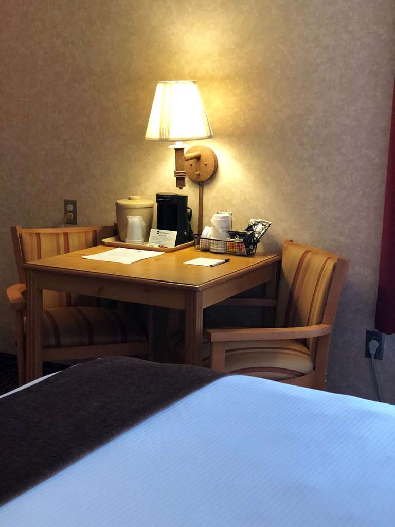Best Western Moriarty Heritage Inn - Guest Room Table