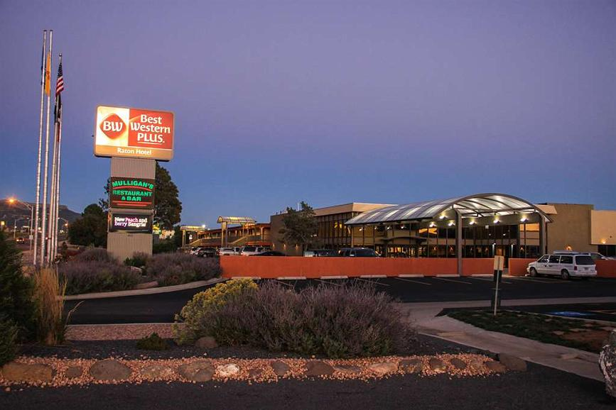 Best Western Plus Raton Hotel