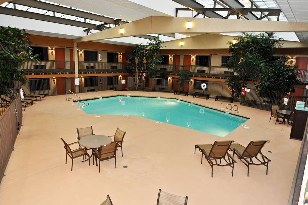 Best Western Plus Raton Hotel - Indoor Pool Heated
