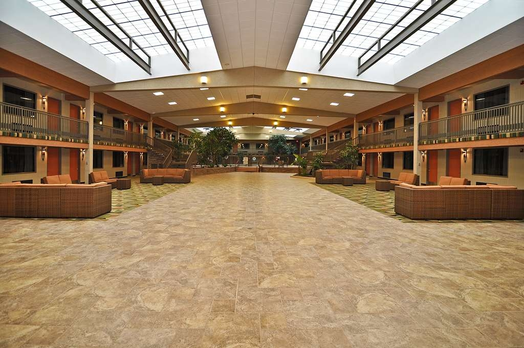 Best Western Plus Raton Hotel - Botanical Courtyard