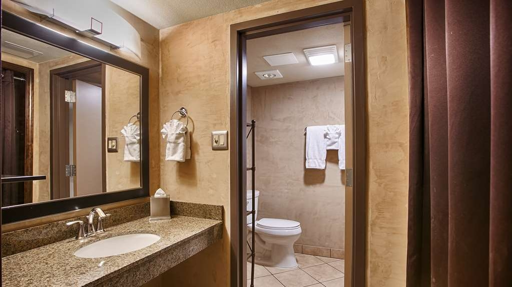 Best Western Plus Raton Hotel - Guest Bathroom
