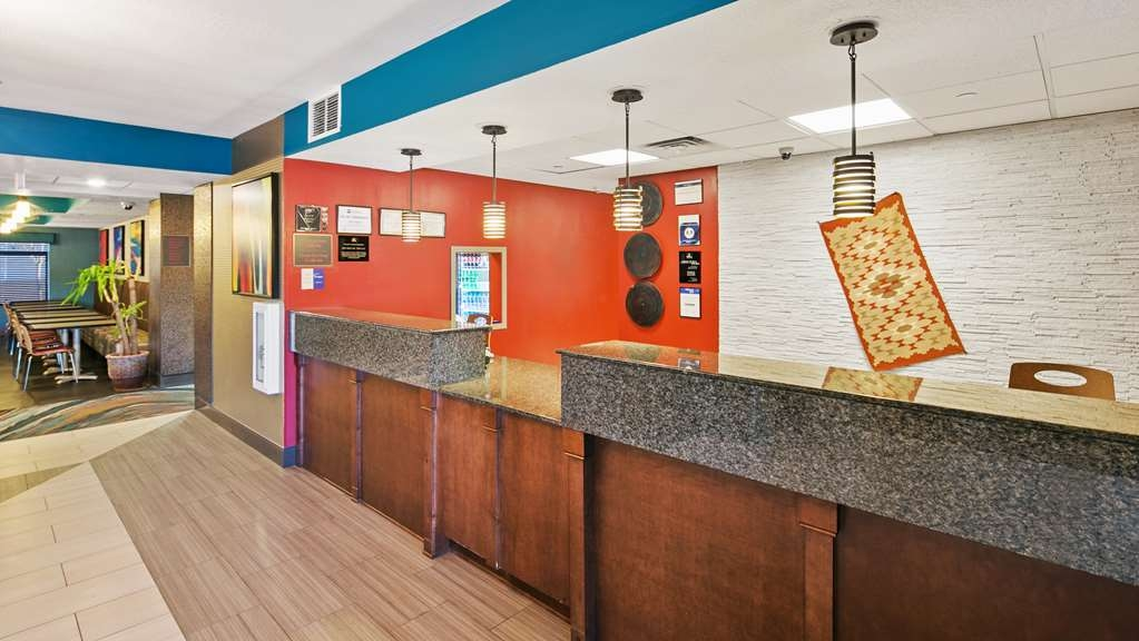 Best Western Plus Gallup Inn & Suites - Hall