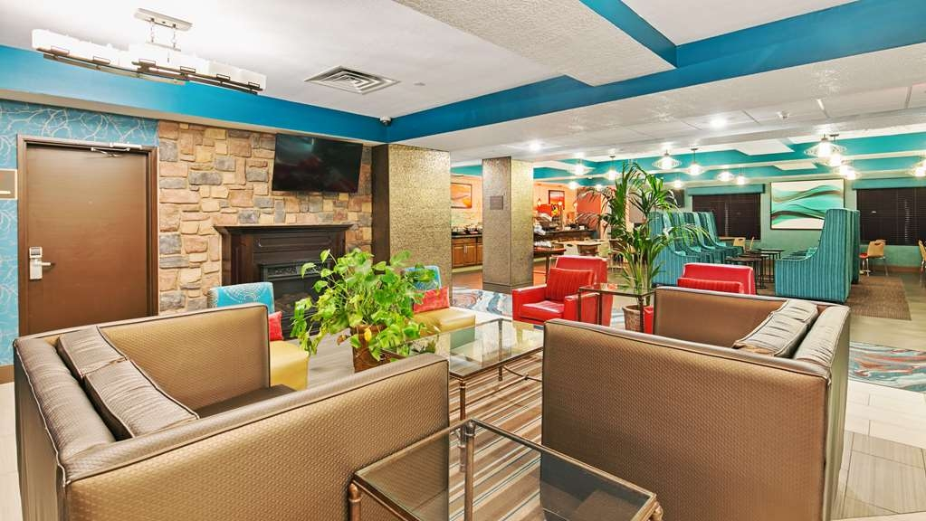 Best Western Plus Gallup Inn & Suites - Relax and enjoy our spacious lobby area.