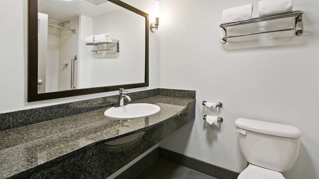 Best Western Plus Gallup Inn & Suites - Pamper yourself in our beautiful guest bathrooms.