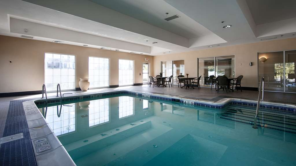 Best Western Bar Harbour Inn - Our indoor pool is open from 8am to 10pm daily.