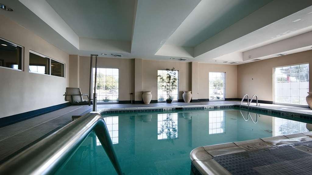 Best Western Bar Harbour Inn - Whether you want to relax poolside or take a dip our indoor pool area is the perfect place to unwind.