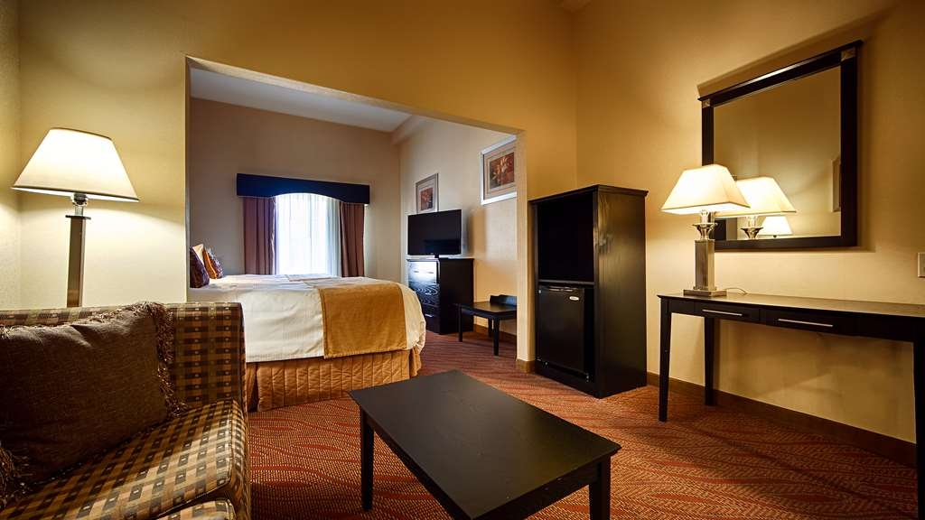 Best Western Bar Harbour Inn - Our double queen guest suite is spacious and offers you a comfortable place to unwind.