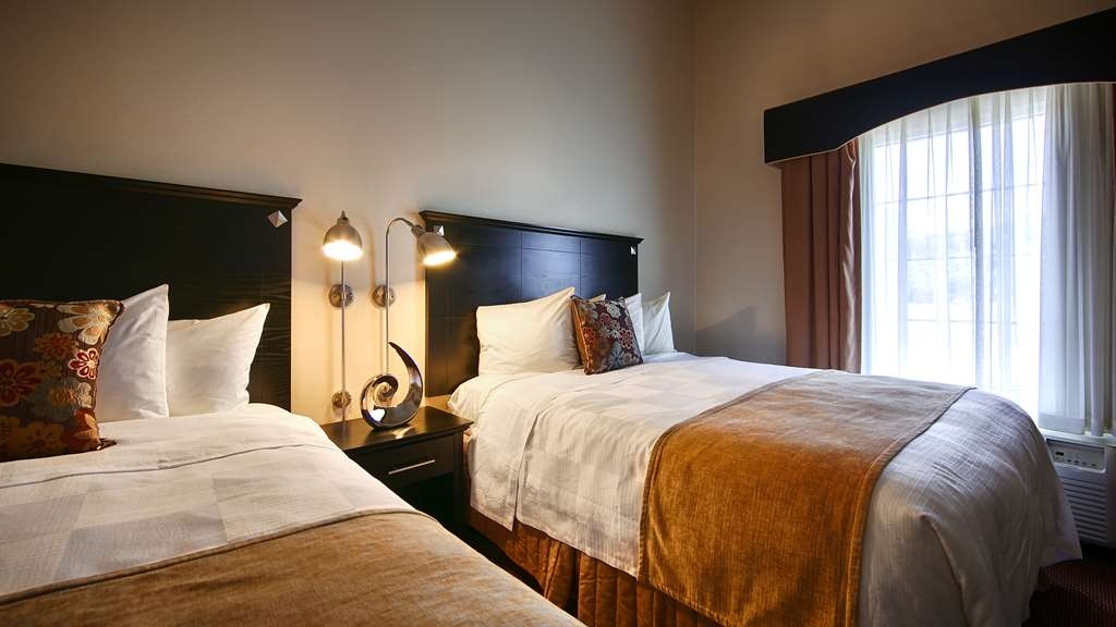 Best Western Bar Harbour Inn - Staying awhile? Try our double queen guest suite featuring a sofabed and mini-fridge.