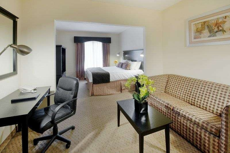 Best Western Bar Harbour Inn - Our king bed guest suites also feature a separate work area and sofabed for that added comfort of home.
