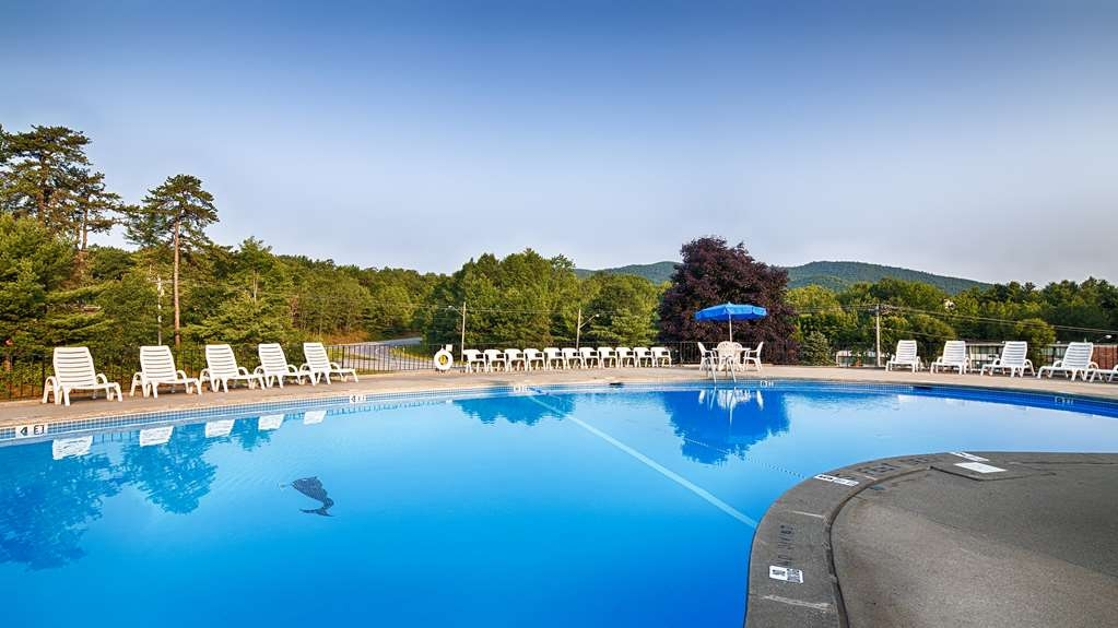 Best Western of Lake George - Vista de la piscina