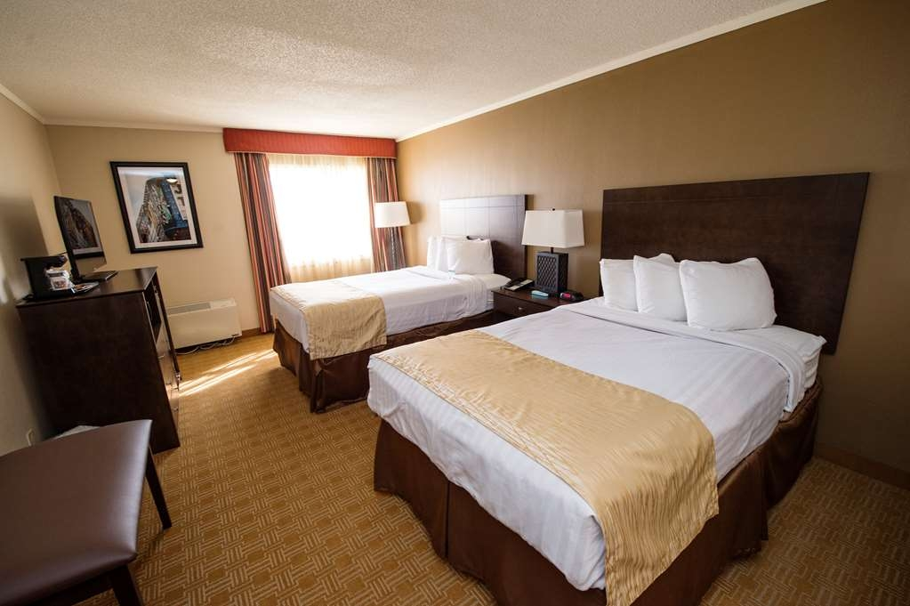 Best Western University Inn - Two double bed guest room with microwave and a refrigerator