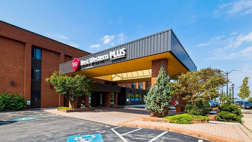 Best Western Plus Oswego Hotel and Conference Center - Area esterna