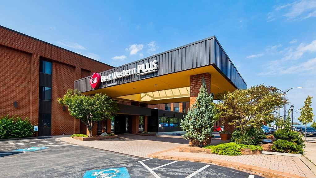 Best Western Plus Oswego Hotel and Conference Center - Exterior