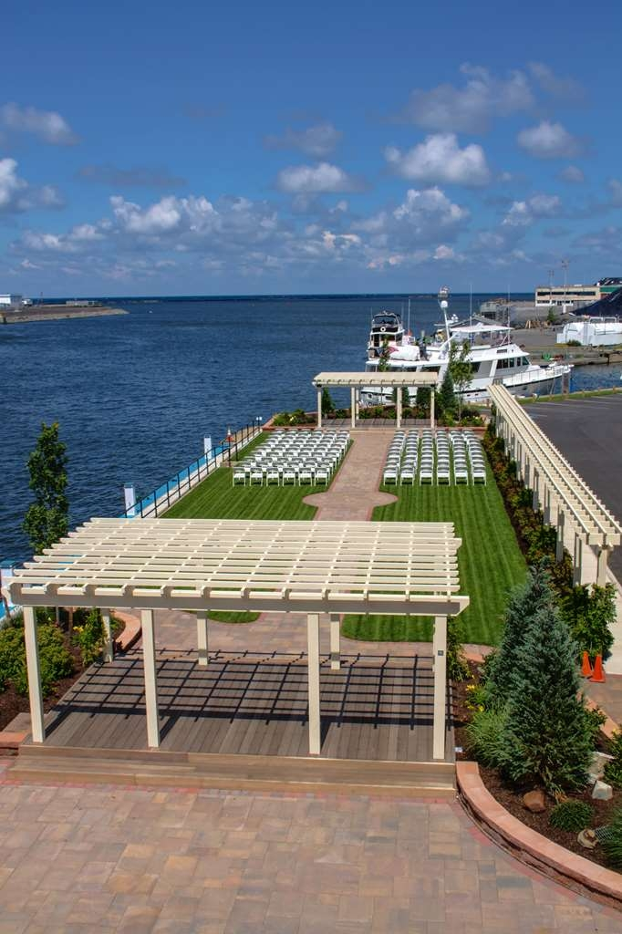 Best Western Plus Oswego Hotel and Conference Center - Outside Pergolas and Dockage